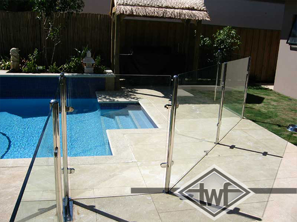 Stainless steel fencing for pools
